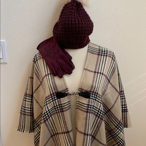 NWOT Women's Wrap/Cape hat & gloves